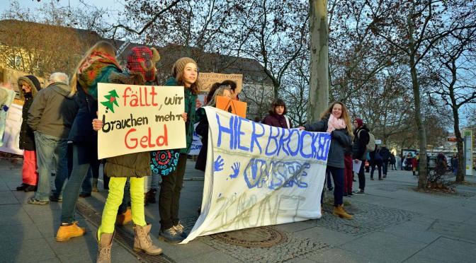 13. Dezember | Schüler demonstrieren für ihre Fichte